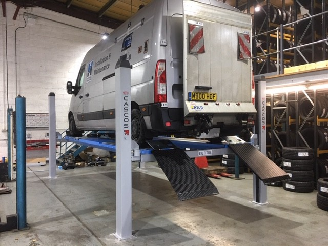 CASCOS C455 5 TONNE FOUR POST VEHICLE LIFT, PERFECT FOR ALIGNMENT SERVICES IN BATHWICK SITE IN BRISTOL.