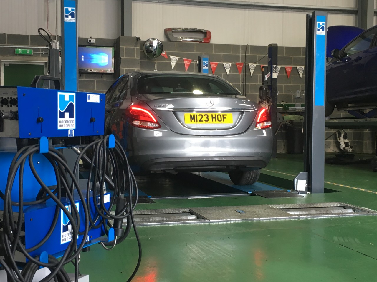EMISSIONS TESTER FOR THE BRAND NEW FULLY COMPLETED MOT BAY INSTALLATION AT FUSION AUTOS.