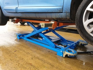 Cartar Portable Vehicle Lift - can you move vehicles around your body shop whilst it is on a lift?