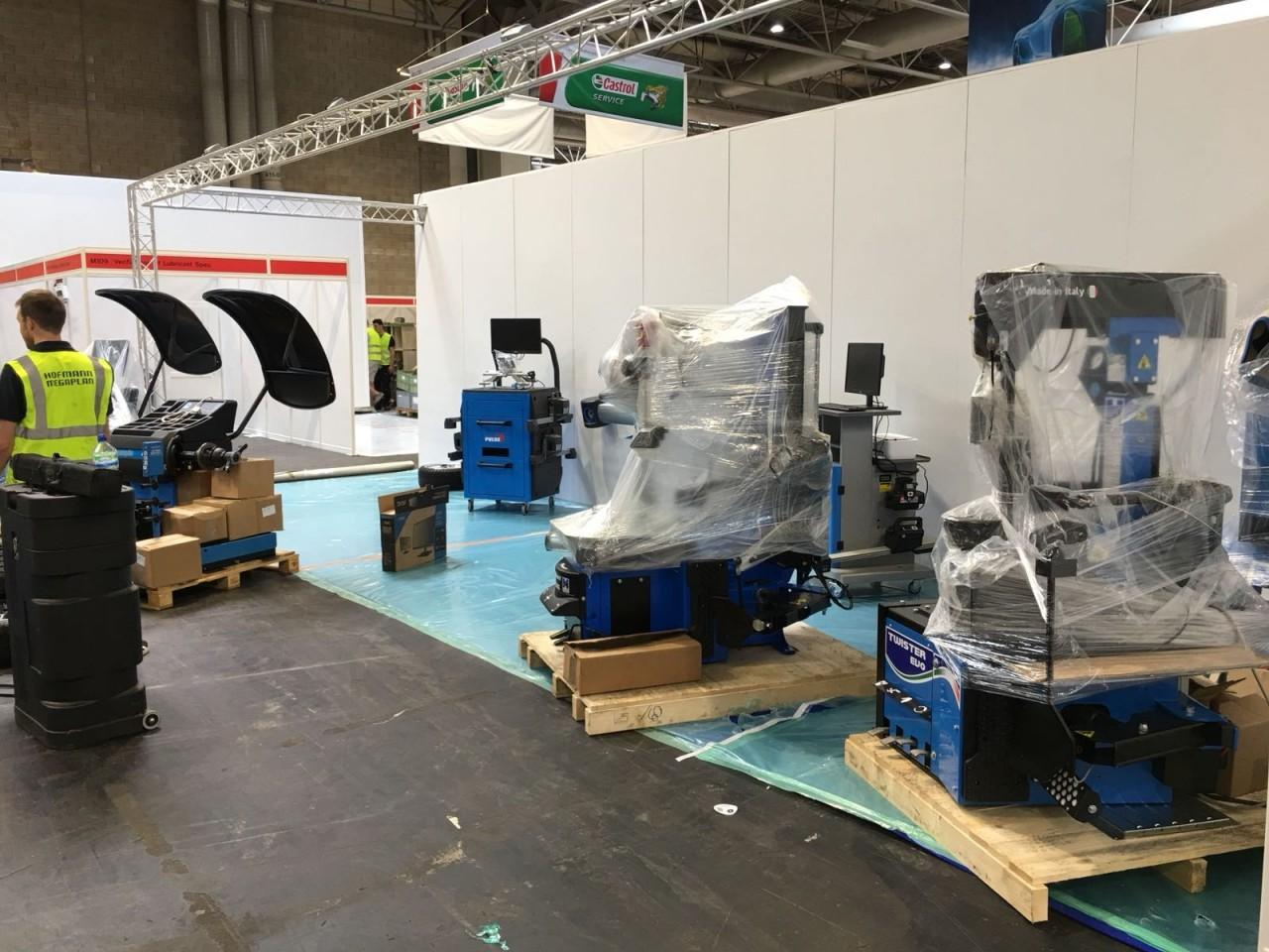 Unpacking the Tyre Fitting Equipment at Automechanika 2018