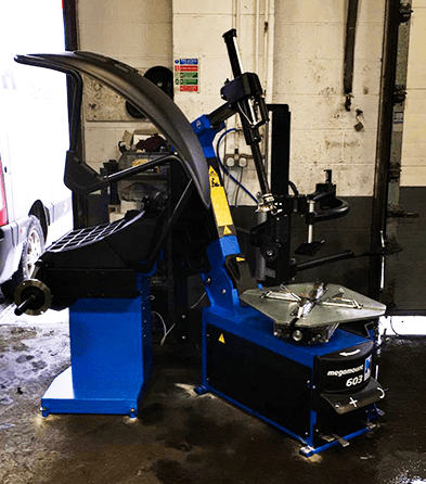 MEGAMOUNT 603 TYRE CHANGER AND MEGASPIN 420 WHEEL BALANCER INSTALLED RECENTLY AT KAM SERVICING IN HEANOR